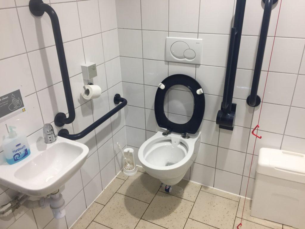 Туалет в полицейском участке